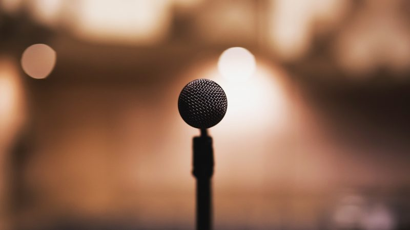 What To Expect From Having An Emcee At Your Banquet